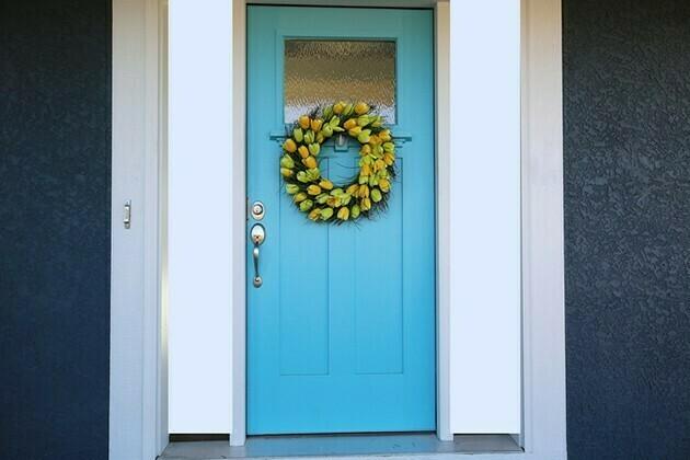 Blue Door with Tulip Wreath | McSwain Carpet & Floors